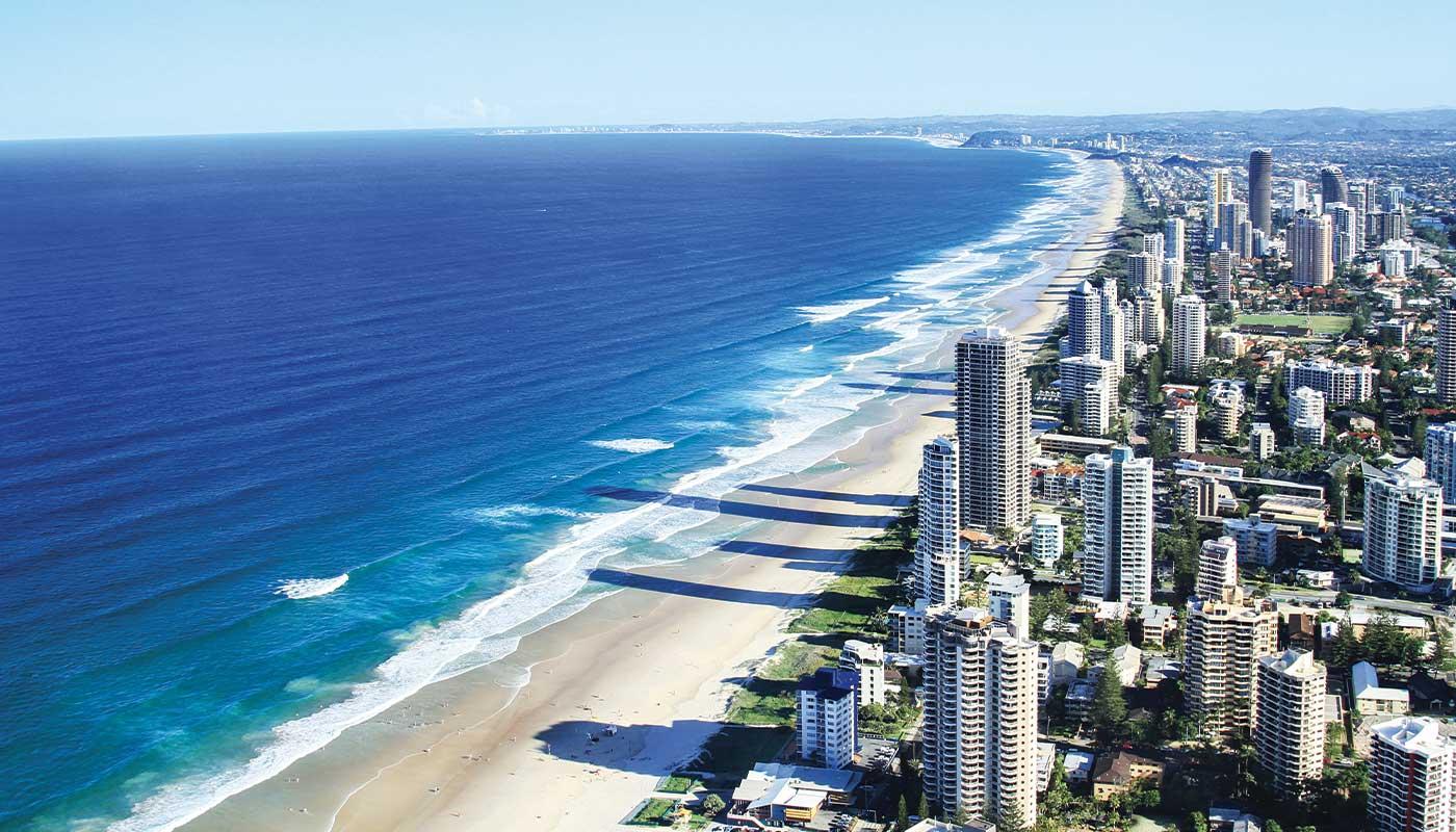 brisbane vu de haut entre océan et ville
