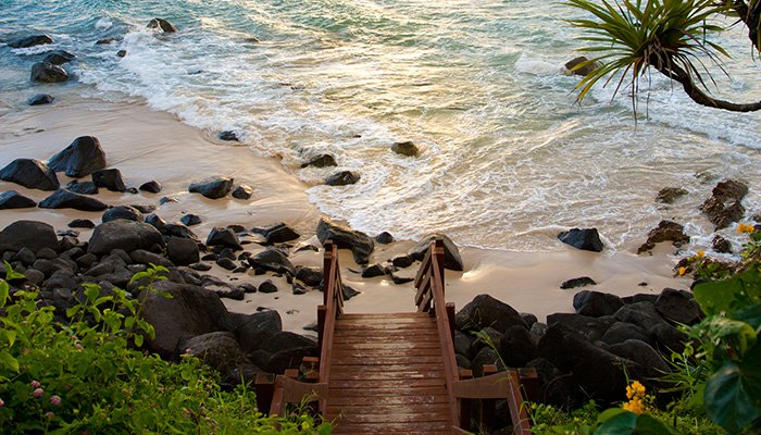 Escalier menant vers la plage