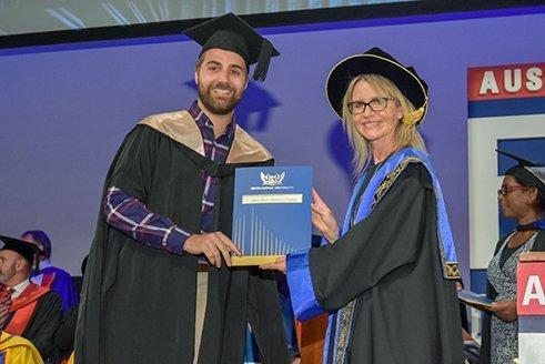 Remise de diplôme Alexis lors de la cérémonie de Edith Cowan University