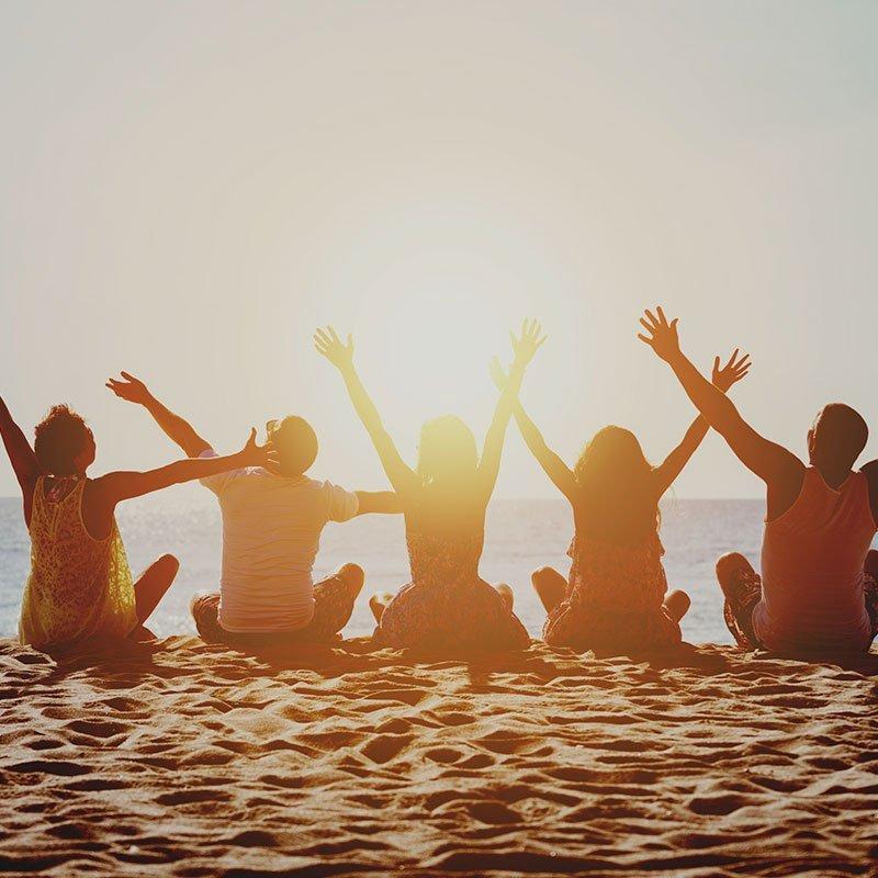 Jeunes sur la plage dans le cadre d'un summer camp